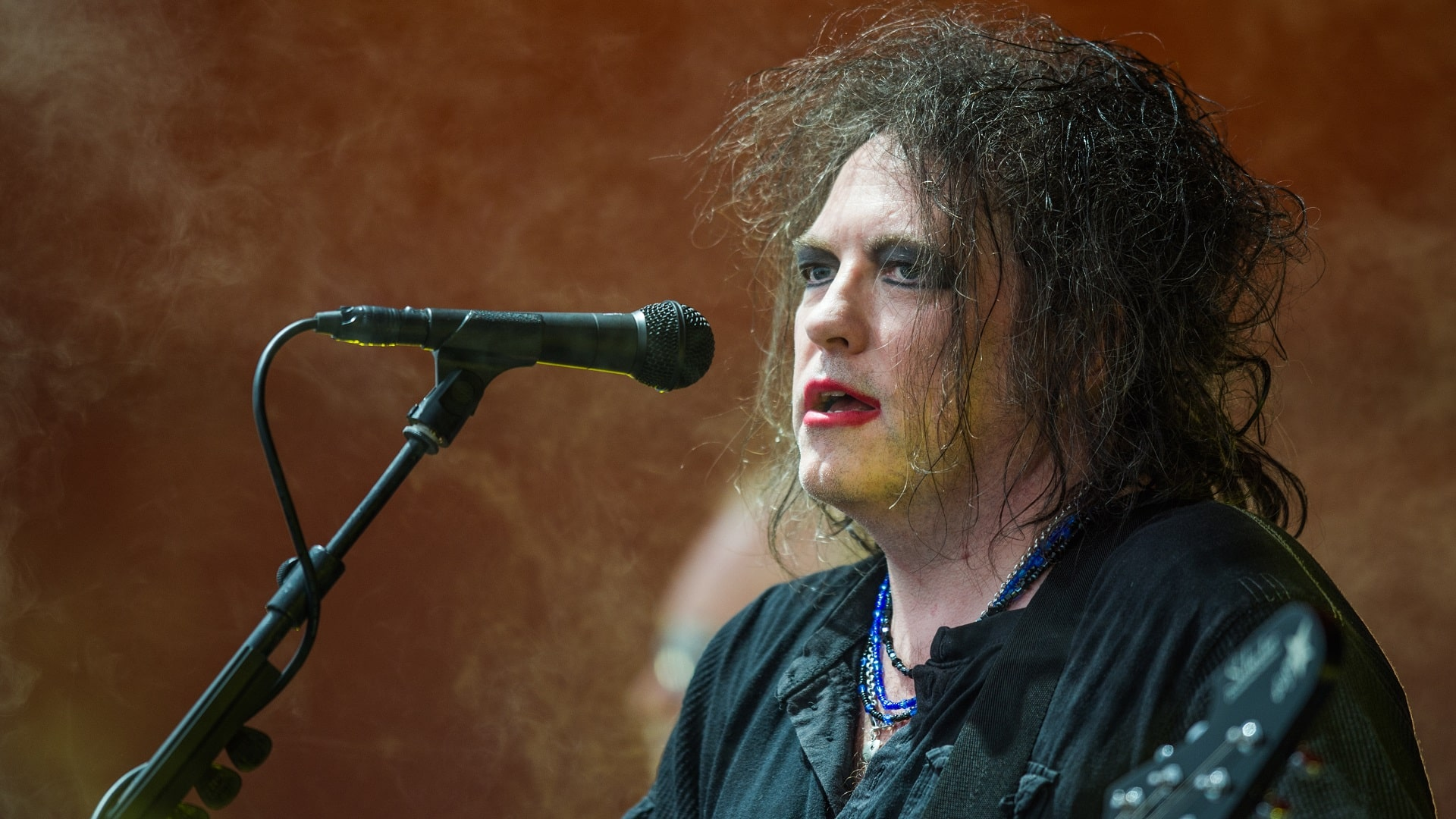 Andrés Salazar celebra los 61 años de Robert Smith con Covers de The Cure