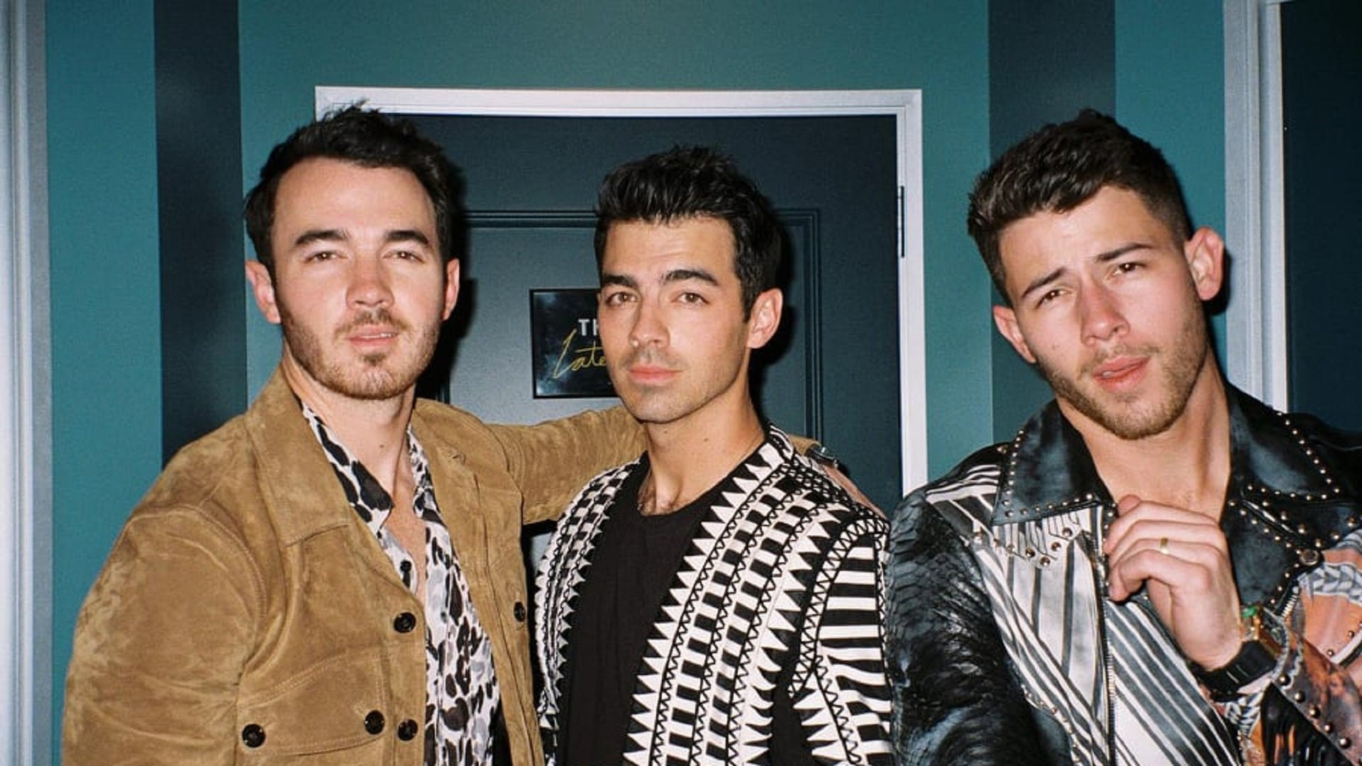 Los Jonas Brothers homenajean a Grease en 'What A Man Gotta Do'